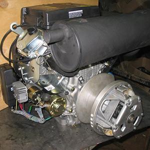 Бензиновый четырехтактный двухцилиндровый двигатель 680 куб.см.