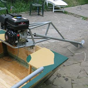 Подвесной лодочный мотор мощностью 8-9 л.с.